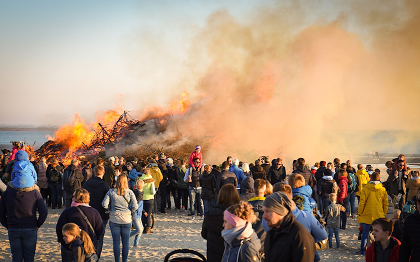 Osterfeuer am Weststrand