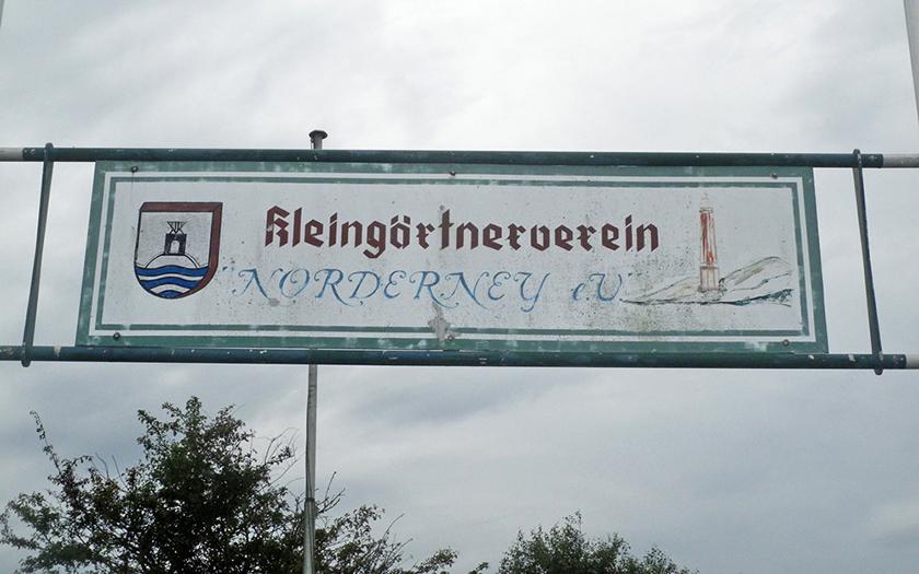 Schild am Gelände des Kleingärtnervereins