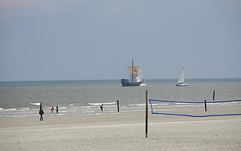 Kogge segelt nördlich von Norderney