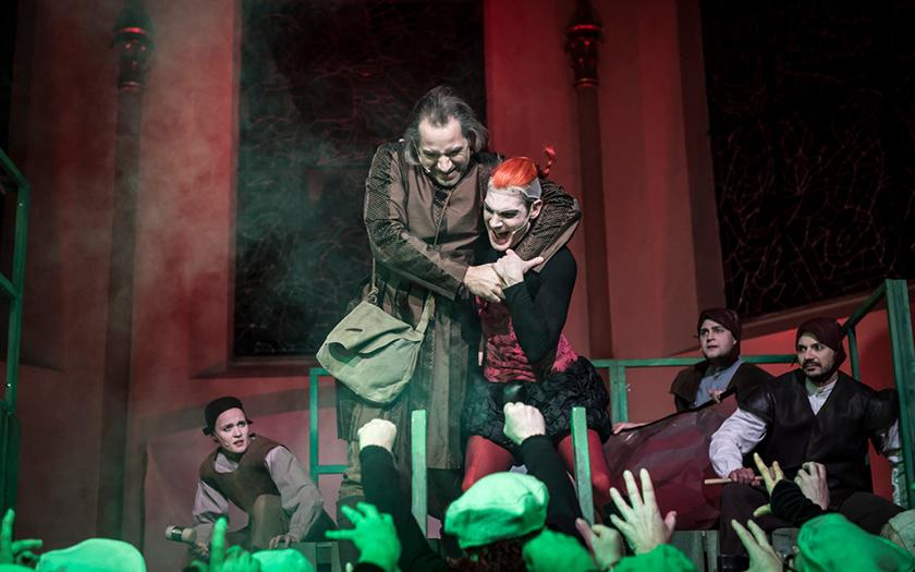 Landesbühne spielt das Theaterstück Luther in der Inselkirche