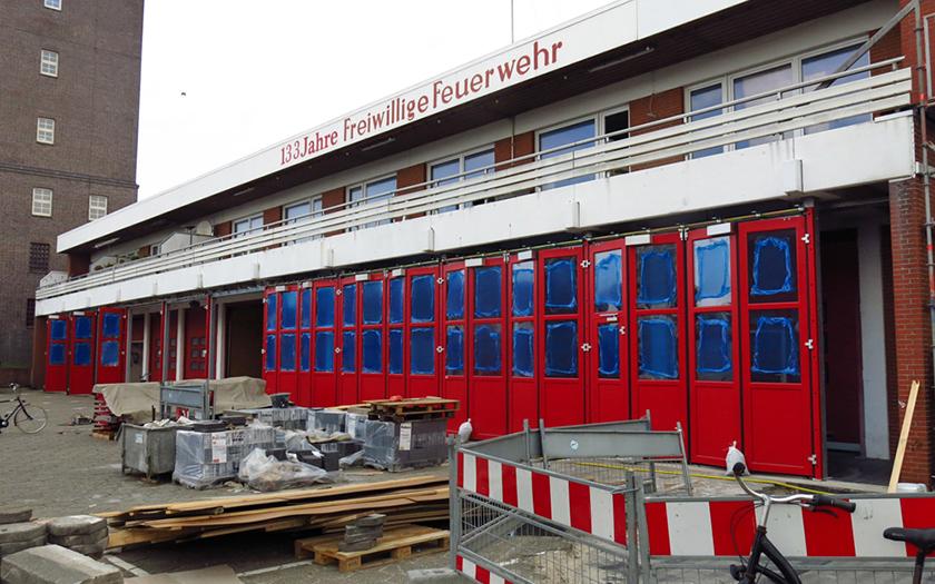 Neue Tore am Feuerwehrhaus