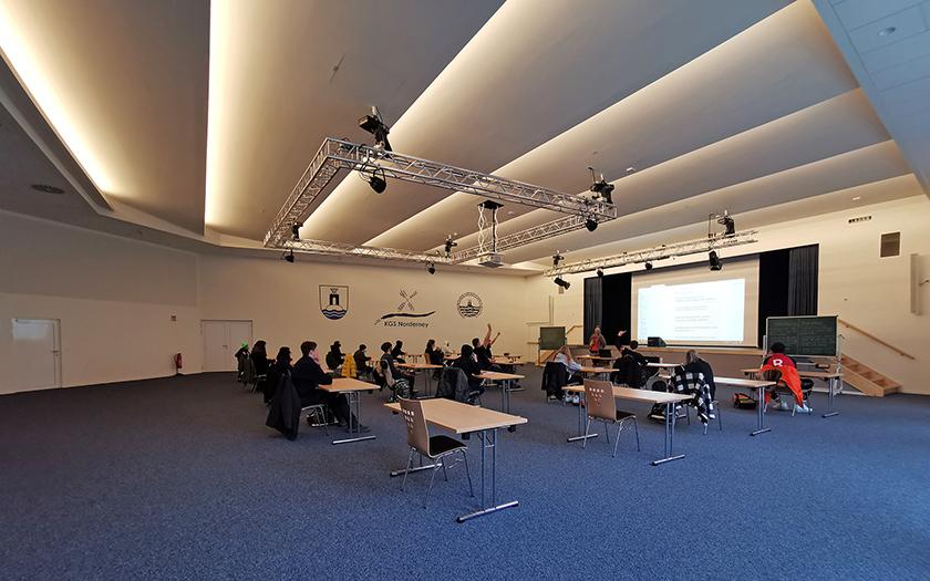 Unterricht in der Aula der KGS Norderney