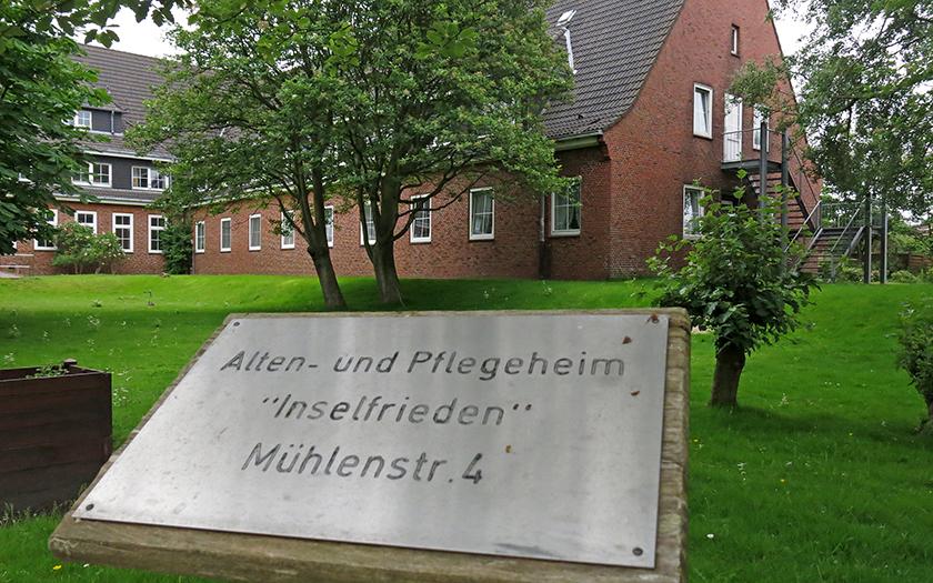 Schild vom ehemaligen Altenheim Inselfrieden auf Norderney