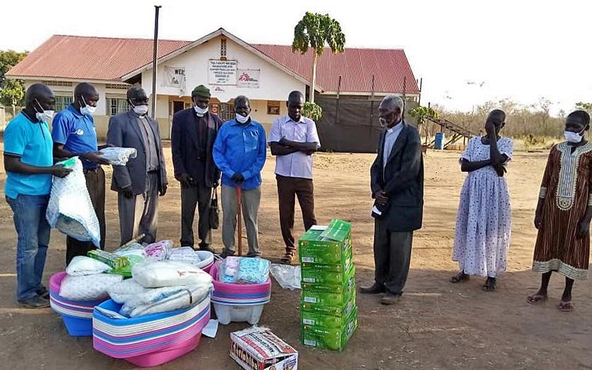 Hygieneartikel und Babywannen für schwangere Mädchen in Kadeba