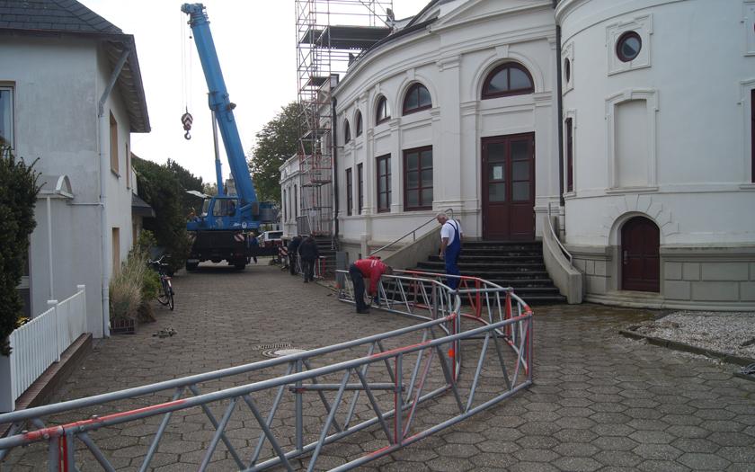 Kurtheater Gerüst wird abgebaut