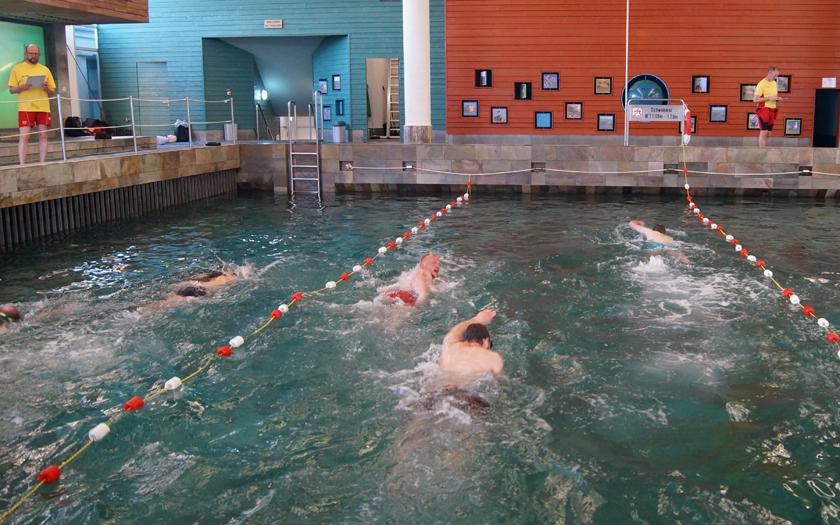 Rettungsschwimmerabzeichen Wiederholung im Badehaus Norderney mit der DLRG