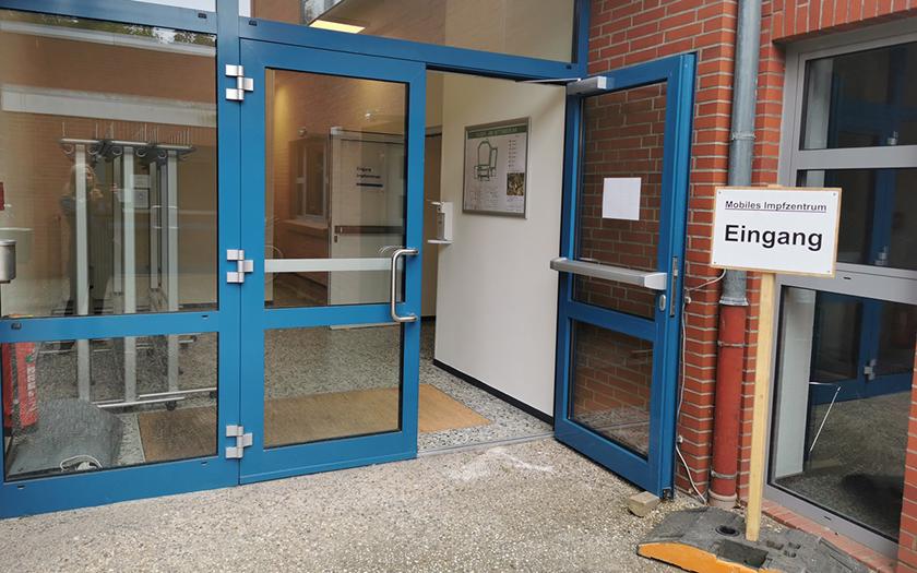 Eingang zum Impfen in der KGS Norderney