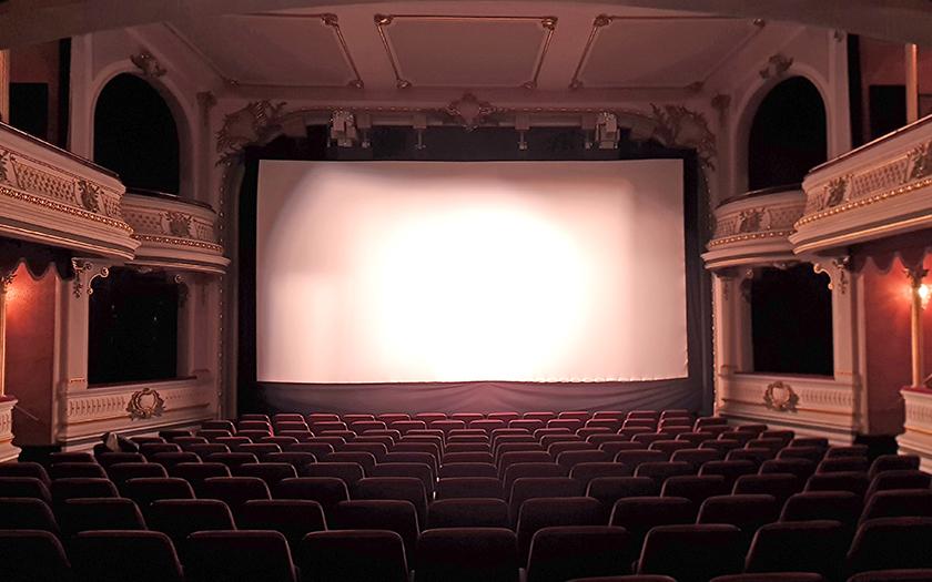 Kinoleinwand im Kurtheater Norderney
