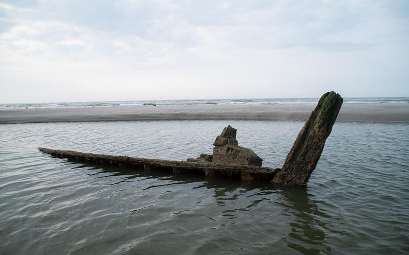 Neues hölzernes Schiffswrack auf Norderney