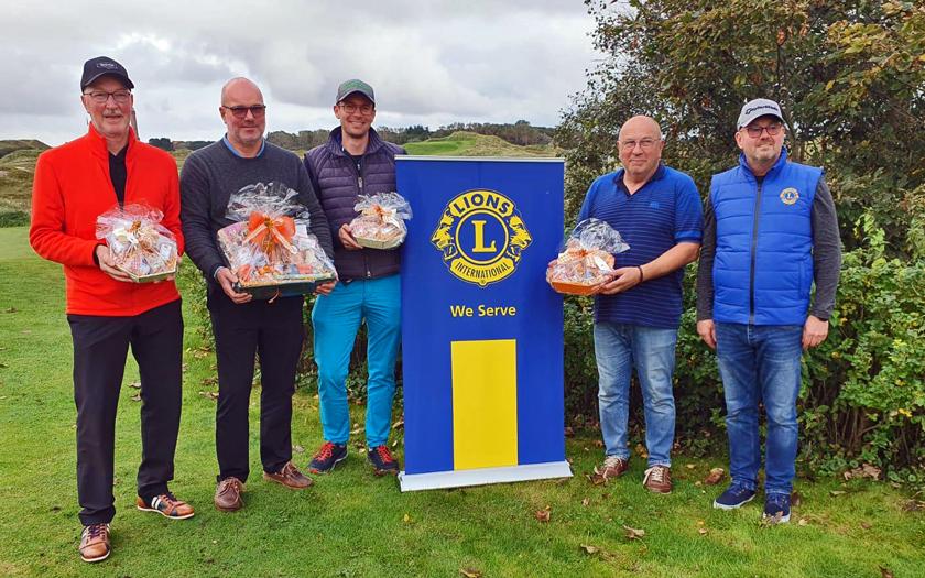 Die Sieger des diesjährigen Lions-Golfturniers bei der Siegerehrung